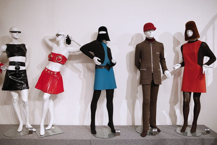 Mannequins wear 60s clothes
