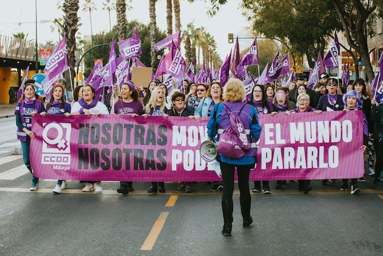 Un grupo de mujeres tras una pancarta durante la manifestación del 8 de marzo de 2020 en Málaga.