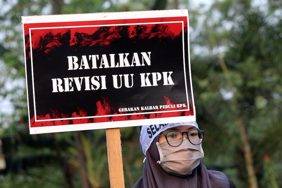 Mahasiswa menggelar aksi mendukung KPK di Taman Digulis, Pontianak, Kalimantan Barat.