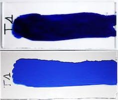 Bleu outremer avant et après vieillissement dans des conditions contrôlées.