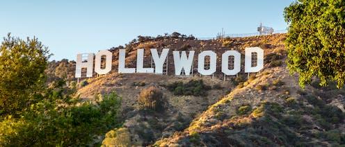 Letras de Hollywood en una de las laderas que rodean la ciudad.