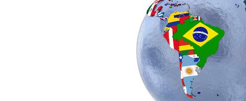 Mapa de América Latina con cada país dibujado con su correspondiente bandera