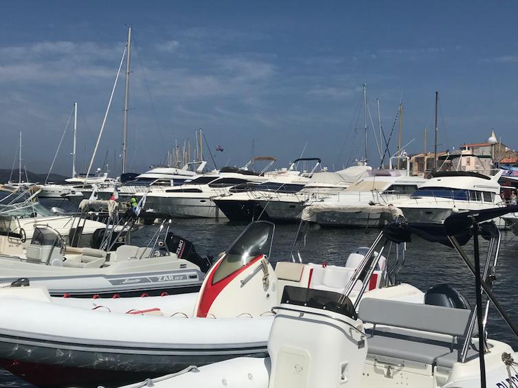Port avec des yachts