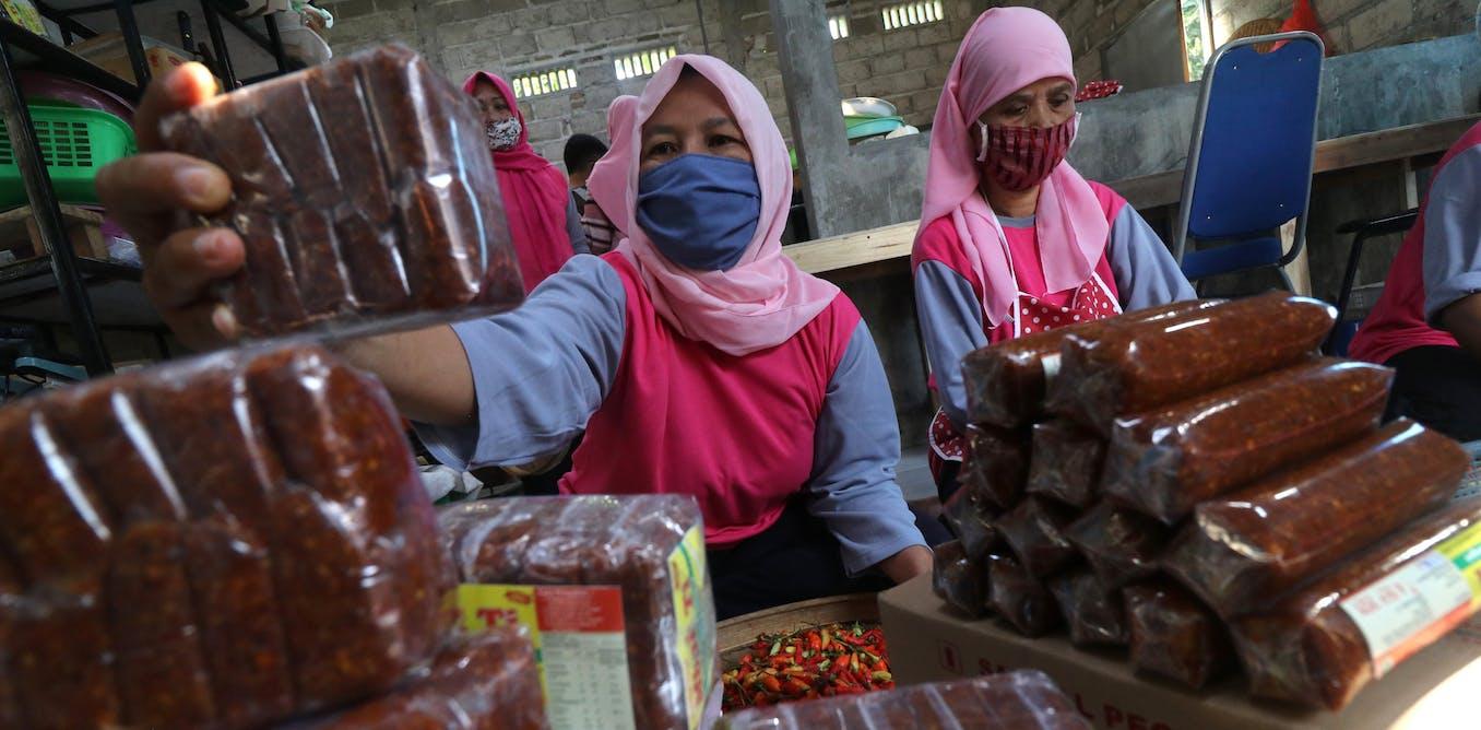 Di Indonesia, analisis ungkap perempuan miskin yang paling menderita selama pandemi COVID-19