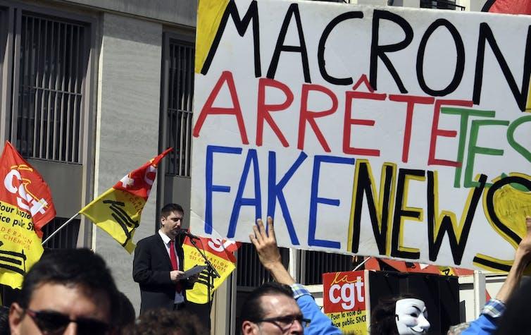 «Macron, arrête tes fakenews»