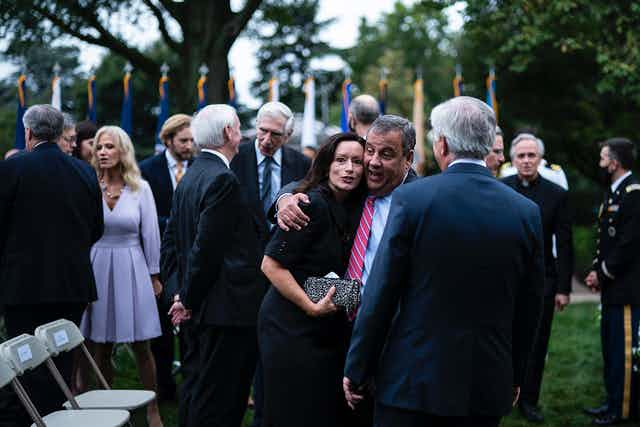 Guests in close contact in the Rose Garden.