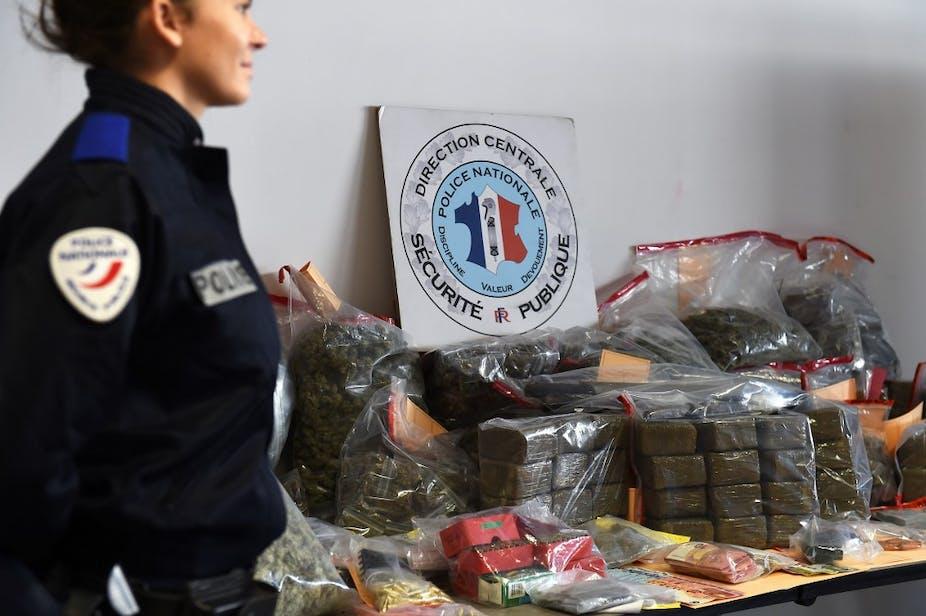 74 kg de cannabis, de munitions et de billets de banque