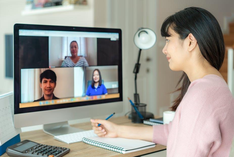 Télétravail   Modérateur web en ligne : 3 sites pour trouver un travail en ligne à domicile