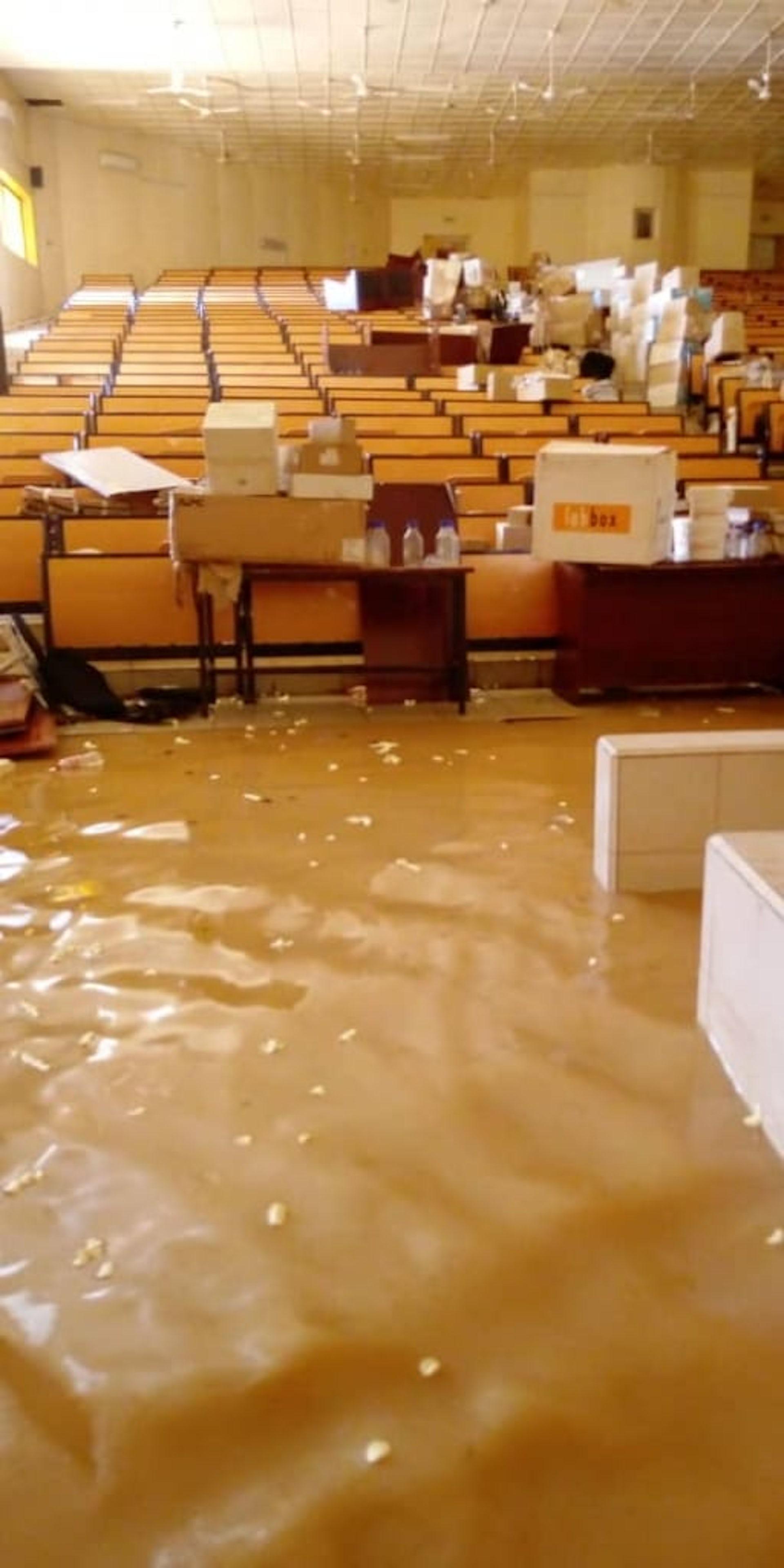 L'université Abdou Moumouni, les pieds dans l'eau. Oumoukaltoum Hamagarba, Author provided