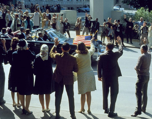 Crowds wave to US president in movie recreation.