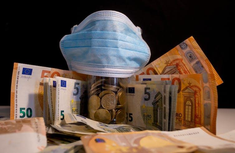 ¿Por qué las mascarillas son más caras en España que en otros países?