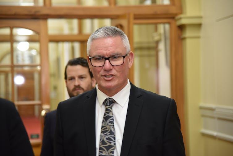 Kelvin Davis in parliament corridor
