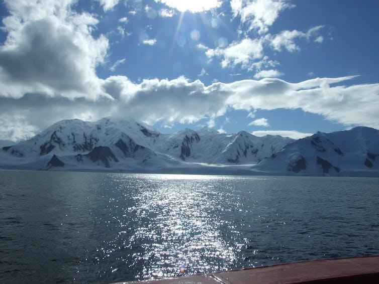 Lautan di pesisir Antarktika