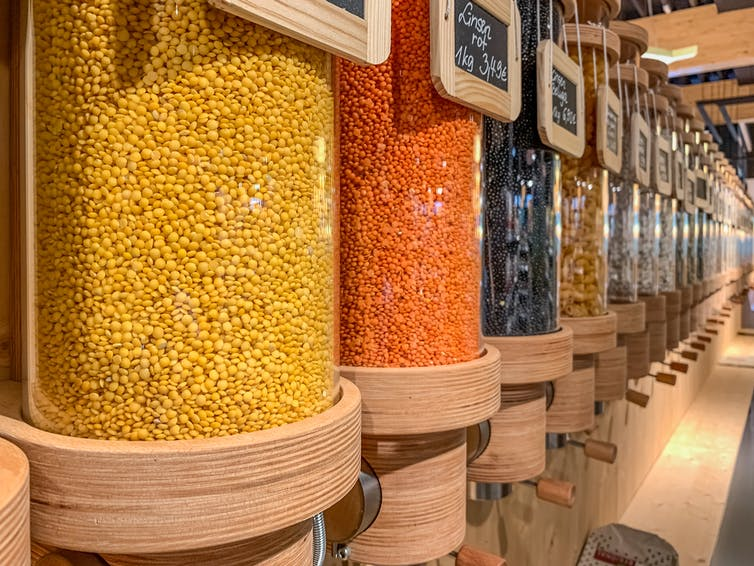 Dispensers for cereals, nuts and grains in zero waste grocery store