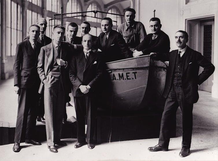 André Schaeffner, Jean Mouchet, Georges Henri Rivière, Michel Leiris, le baron Outomsky, Marcel Griaule, Éric Lutten, Jean Moufle, Gaston-Louis Roux, Marcel Larget, mai 1931