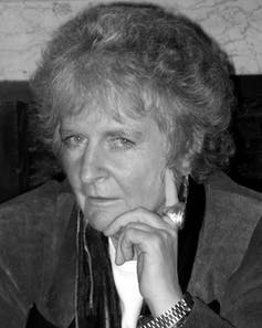 Black and white photo of the artist Maggi Hambling.