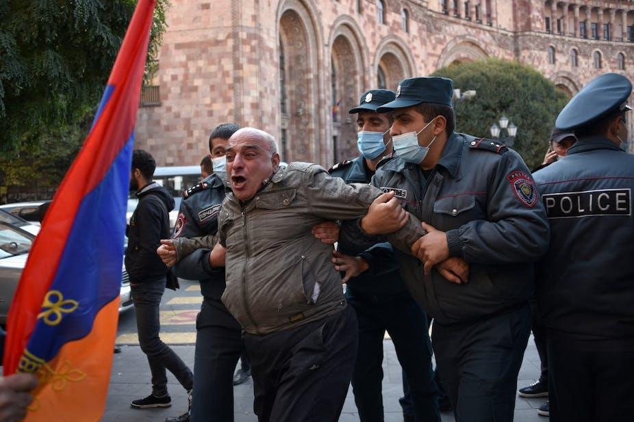 Arrestation d'un manifestant à Erevan