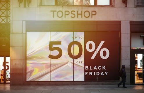Banner outside Topshop advertising 20% off for Black Friday