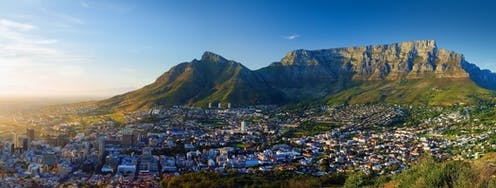 Panoramic view of the city of Cape Town with Table Mountain in the background.