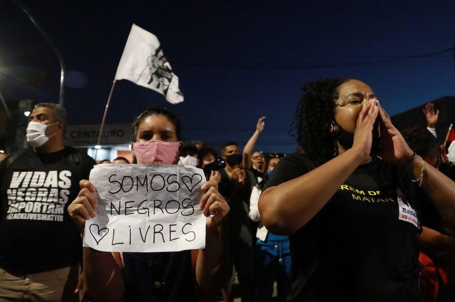 Une manifestation contre la mort de Joao Alberto Silveira Freitas à Porto Alegre, au Brésil, le 23 novembre 2020.