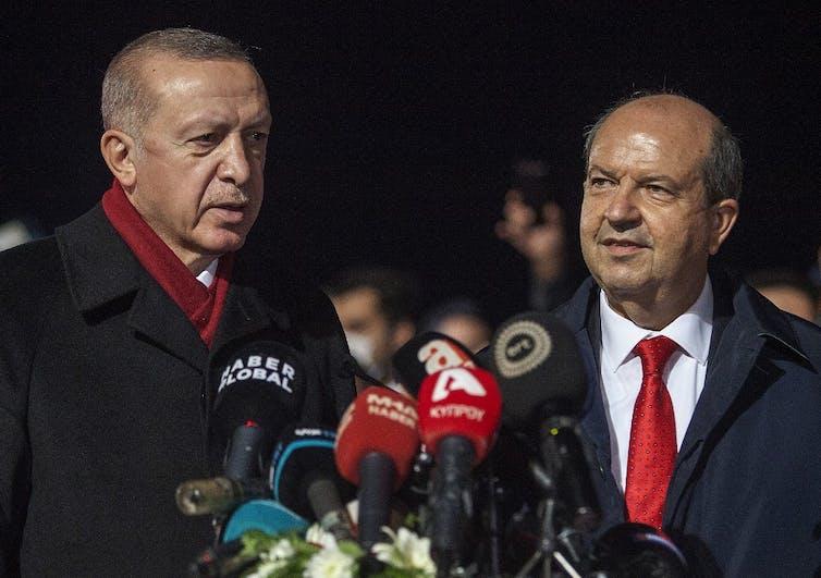 Le président turc Recep Tayyip Erdogan et le dirigeant chypriote turc Ersin Tatar