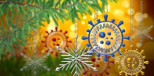 Árbol de navidad con bolas con forma de coronavirus.