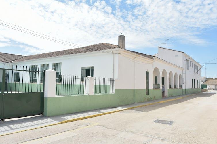 Colegio Rural Agrupado Retama de Fuente de Pedro Naharro (Cuenca). Wikimedia Commons / Dorieo, CC BY-SA