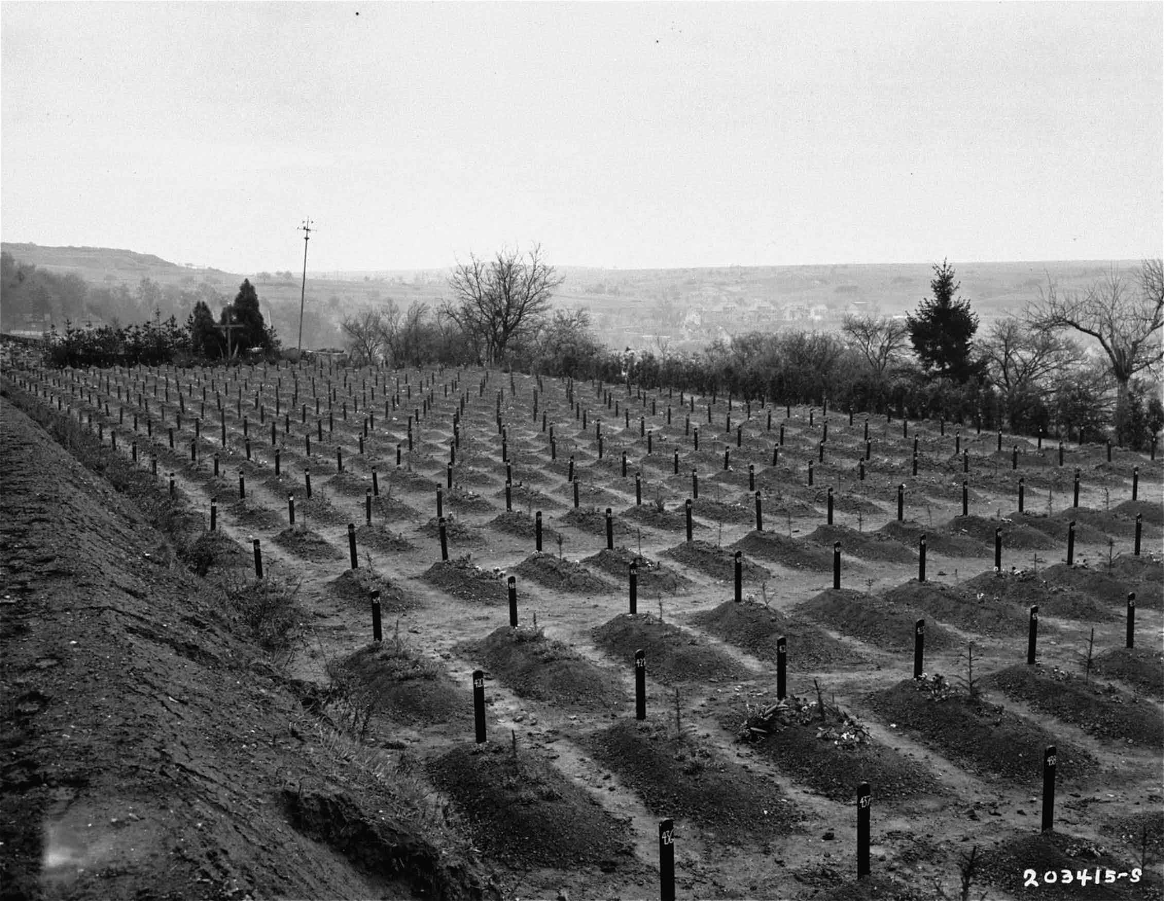 Vista del cementerio del Instituto Hadamar, donde las víctimas del programa de eugenesia nazi fueron enterradas en fosas comunes.Holocaust Memorial Museum