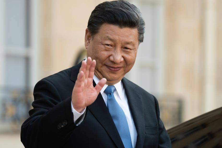 Xi Jinping waving in public