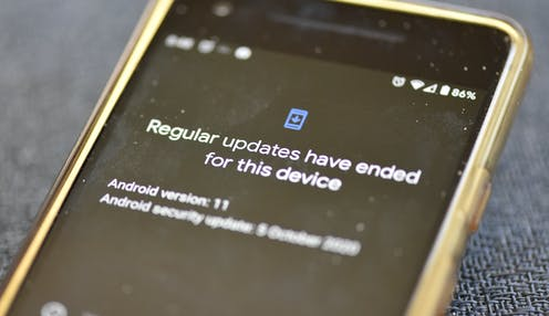 A messafge on an Androind smartphone saying an end to regular updates