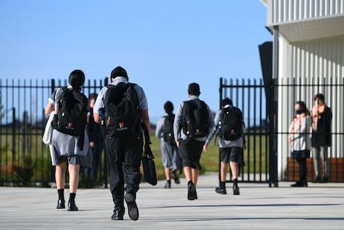 Students in Australian school walking into school gates.