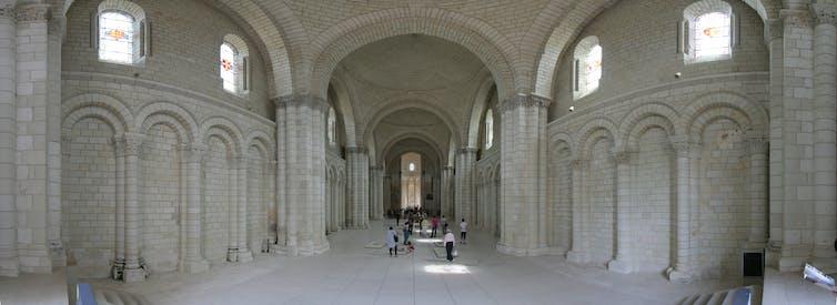Interior de la iglesia de la Abadía de Fontevraud. Wikimedia Commons / D4m1en, CC BY-SA