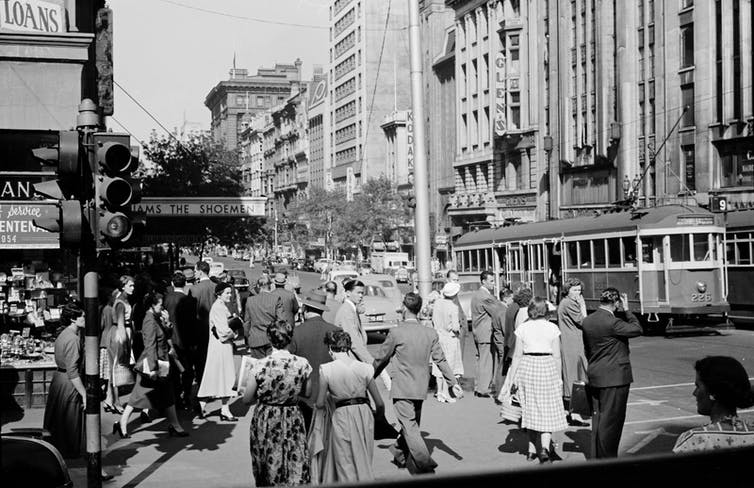 Street crowd in Melbourne 1950s