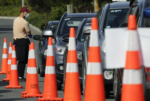 People in cars line up for COVID testing inNew Zealand.
