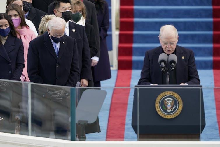 Joe Biden en prière le 20janvier 2021lors de sa cérémonie d'investiture.