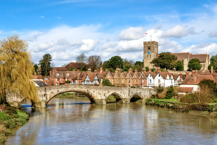 Image of Aylesford village in Kent, England with medieval bridge and church.