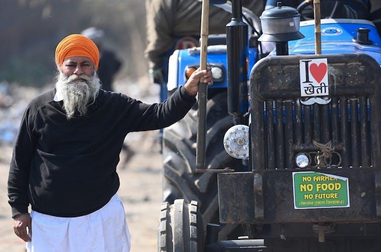 Un agriculteur proteste contre les récentes réformes agricoles du gouvernement indien.