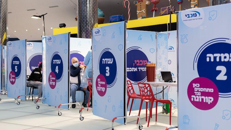 Israel está vacunando a su población a un ritmo asombroso, pero ¿a qué precio?