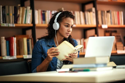 Image of a young female student study in the school library.