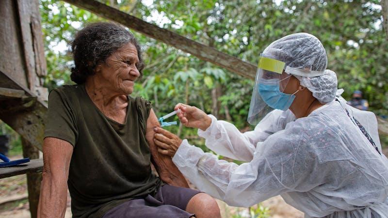 trillones de dólares sería el costo de no vacunar a todo el mundo
