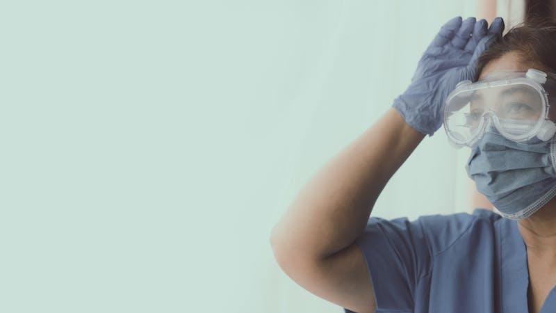 Estrés y precariedad: el difícil día a día de los cuidadores de residencias en la pandemia
