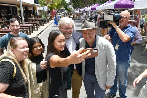 Anthony Albanese campaigns at a Brisbane market with Kevin Rudd.
