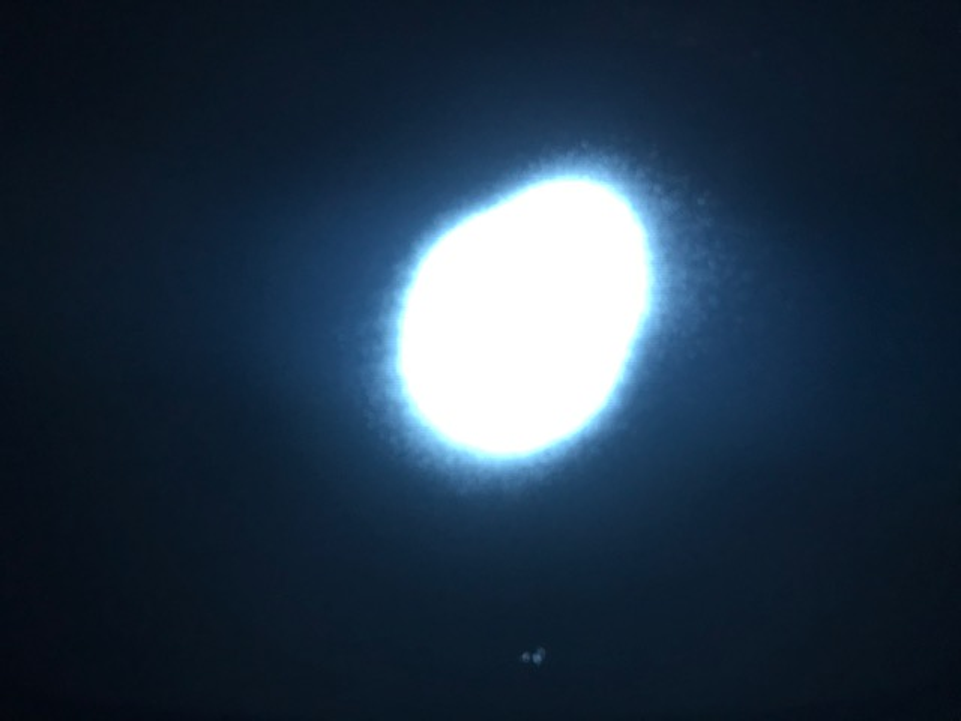 Photo du nuage d'atomes proche du zéro absolu dans son piège de lumière. Malo Cadoret, Author provided