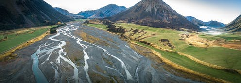 Braided river with mountains in the backdrop