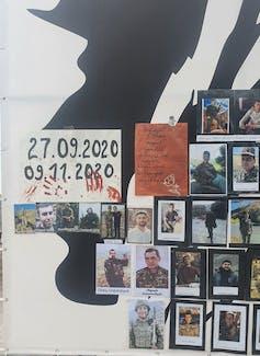 Affiche à Stepanakert représentant des soldats tombés au combat