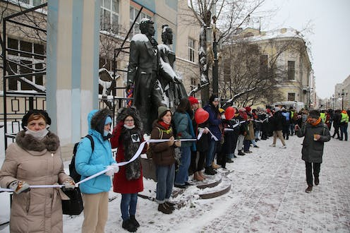 A long line of women protesting in snowy Moscow.