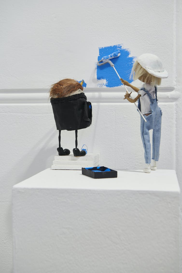 Two figurines paint.