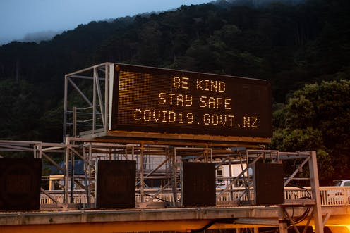 Motorway sign saying 'be kind, stay safe, covid19.govt.nz