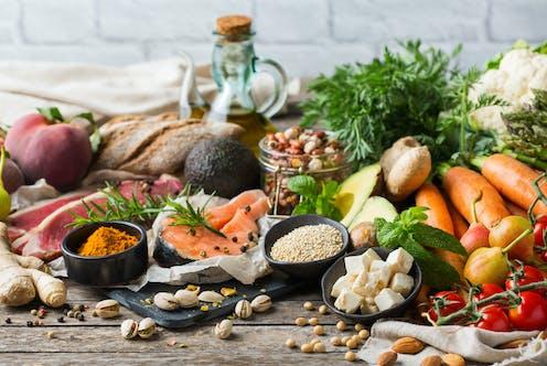 Varios productos propios de la dieta mediterránea.