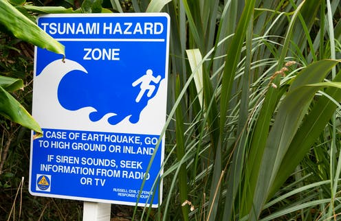 Tsunami warning signs